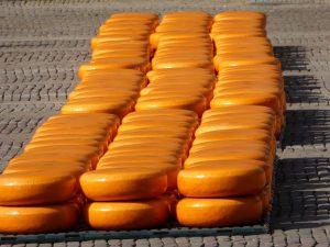 De kaasmarkt van Alkmaar is beroemd, ook in Julianadorp aan Zee